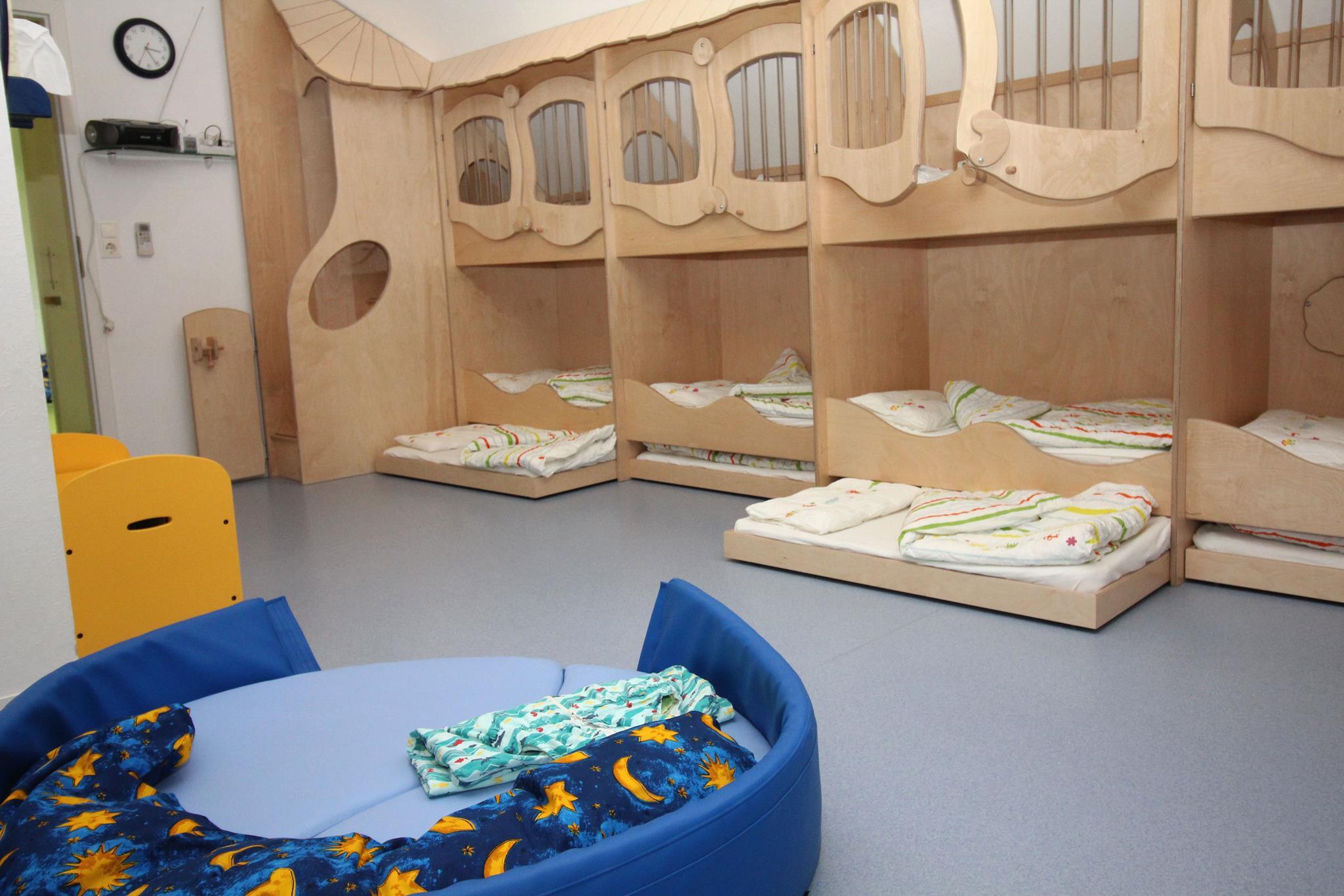 die r umlichkeiten in unserem haus. Black Bedroom Furniture Sets. Home Design Ideas